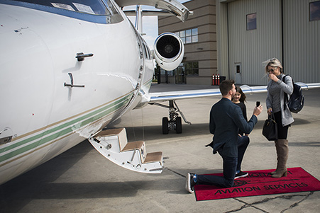 Greg proposing to Linda by private jet